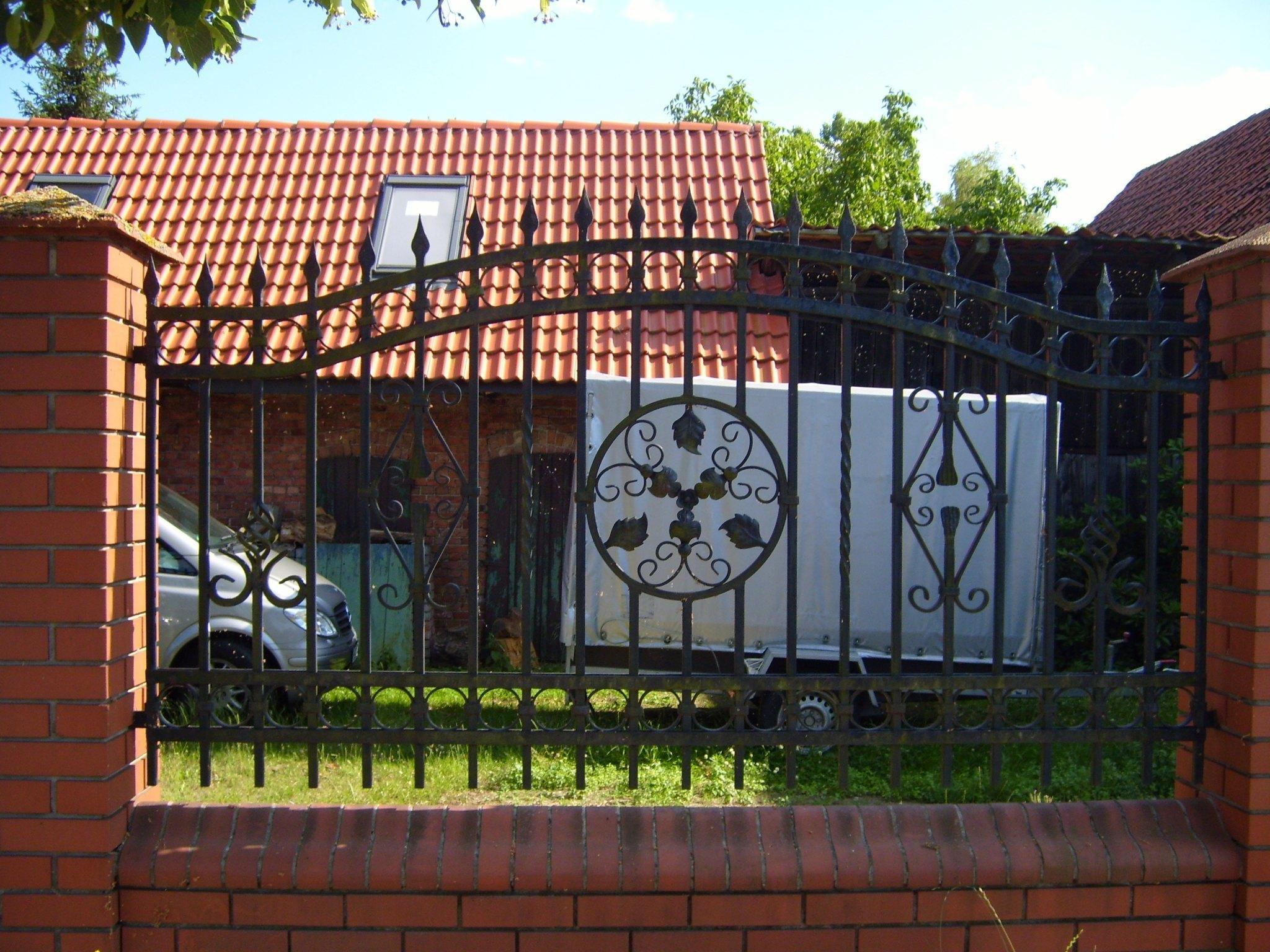 Az udvar éke a kerítés