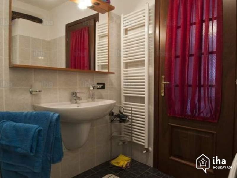 A fürdőszoba ajtó biztos helye